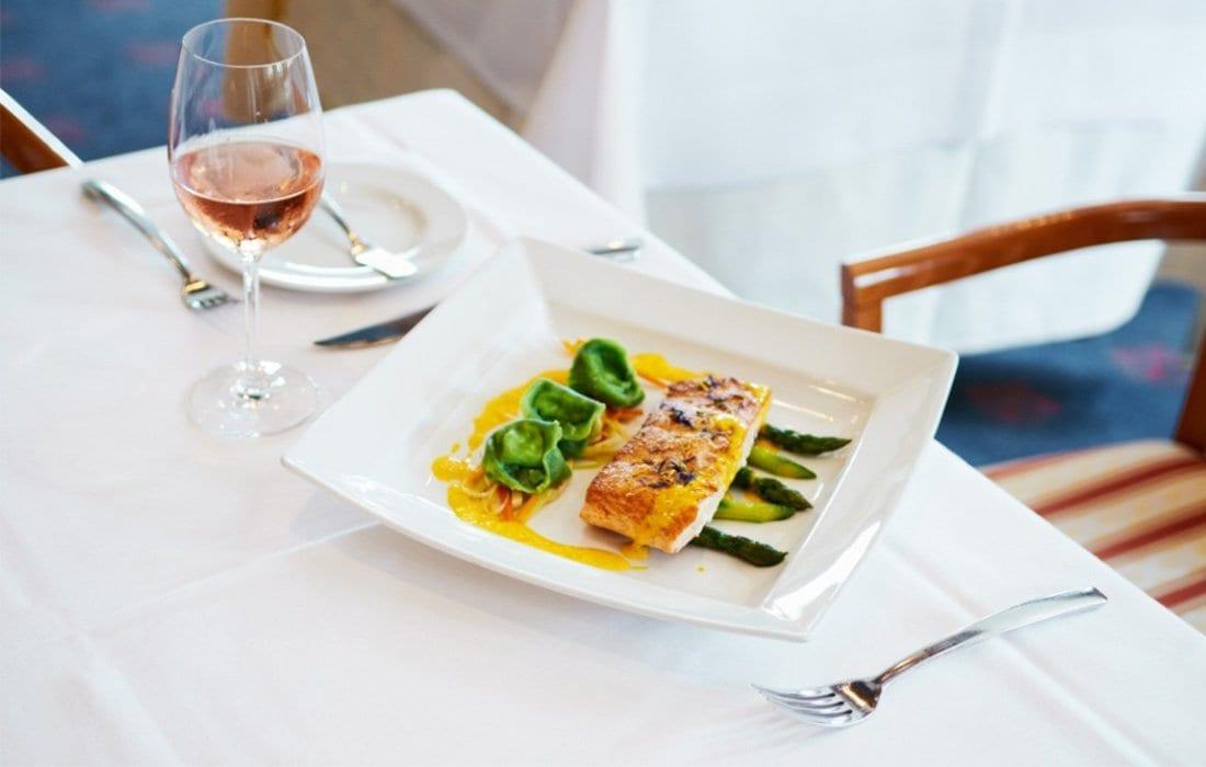 Lachs Pasta - Rose Wein - Landhotel Hallnberg