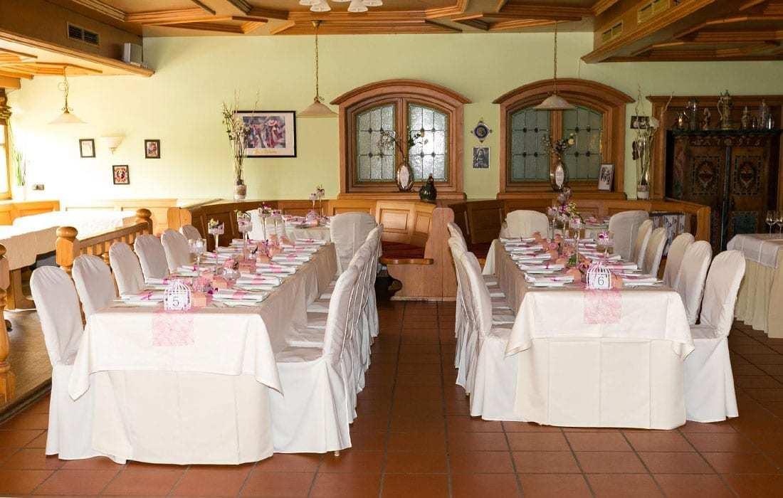 Hochzeitstafel pink im Landhotel Hallnberg