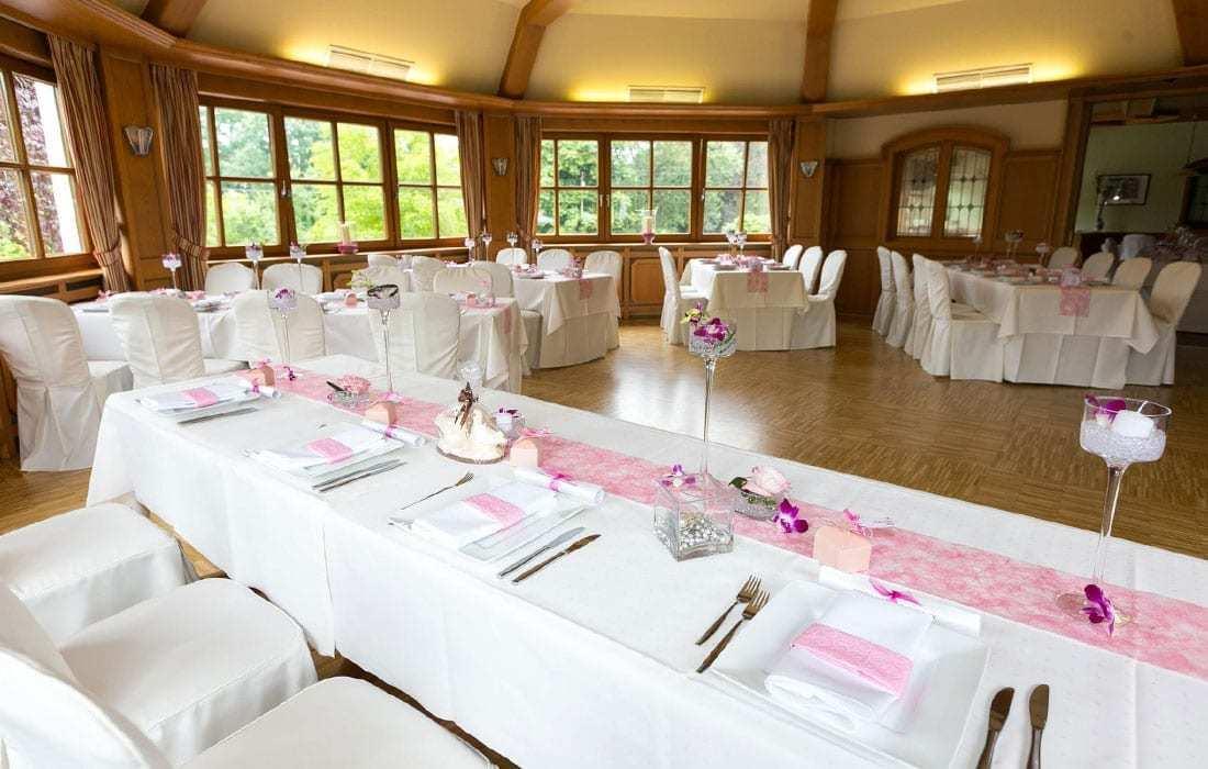 Hochzeitssaal im Landhotel Hallnberg pink
