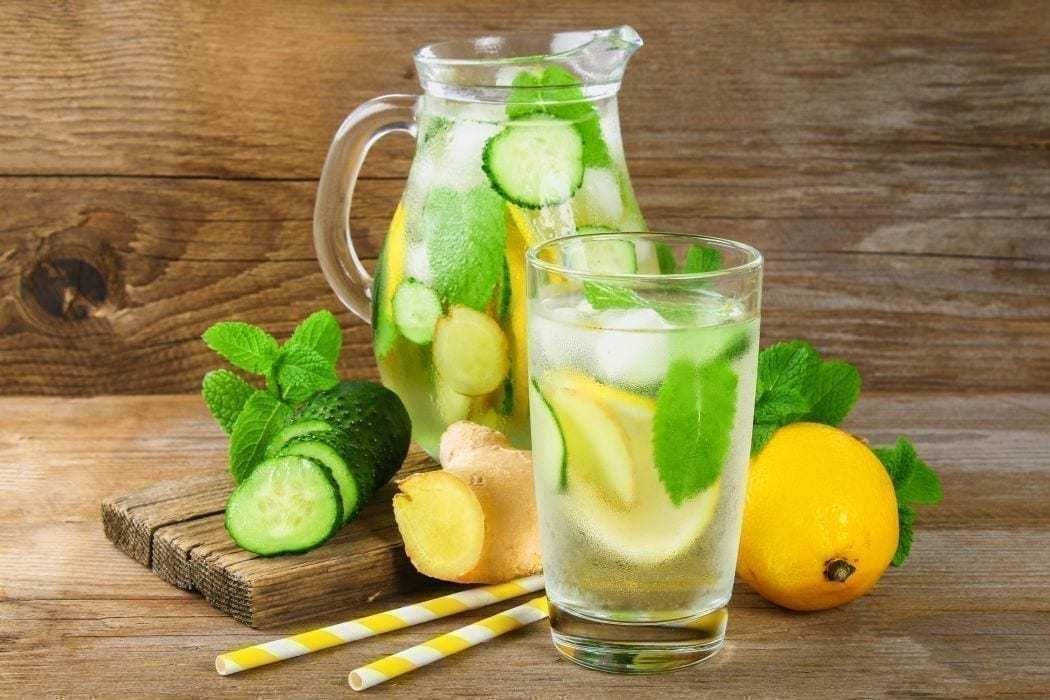 Wasser mit zitrone und ingwer