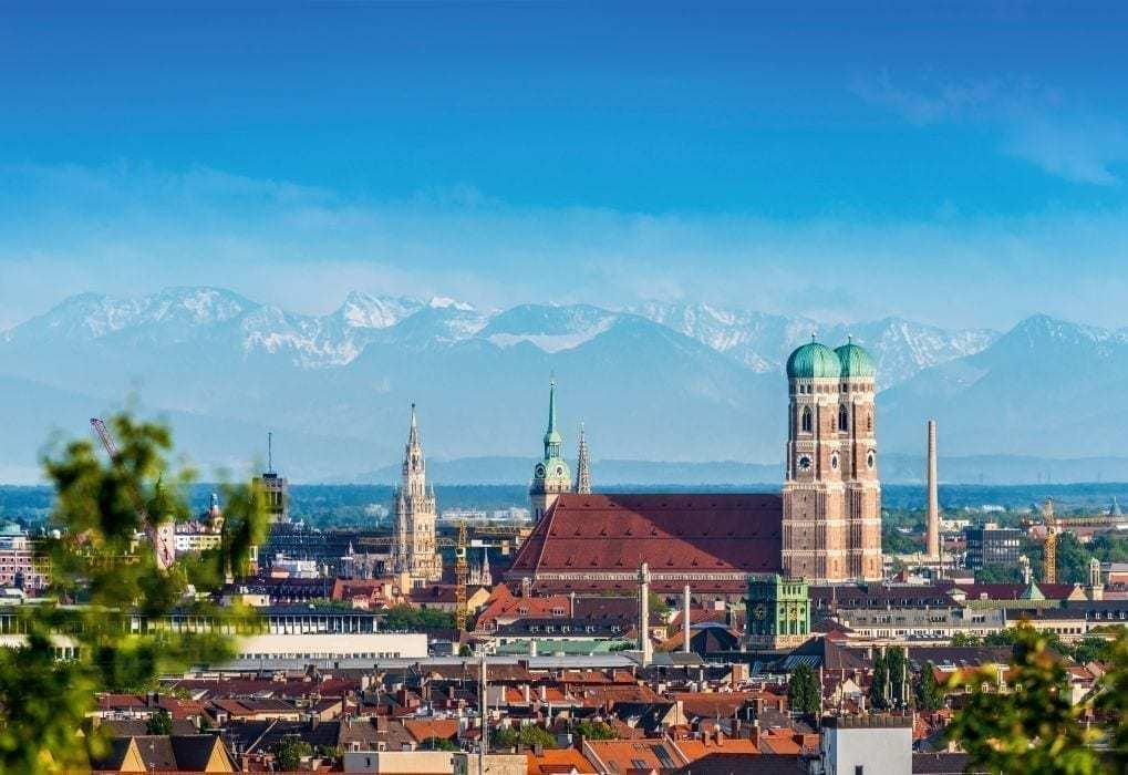 blick über münchen mit der frauenkirche