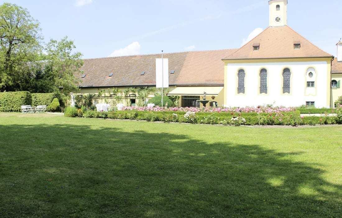 Schloss Aufhausen Blick auf die Kappelle