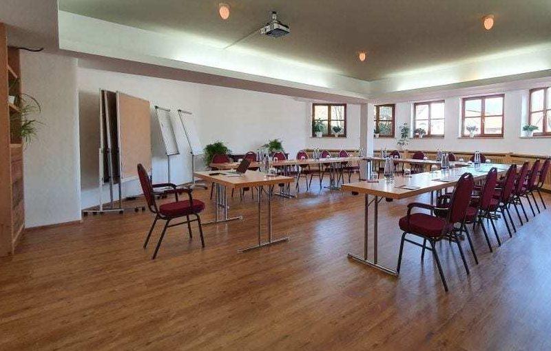 konferenzraum im umland münchen im landhotel hallnberg
