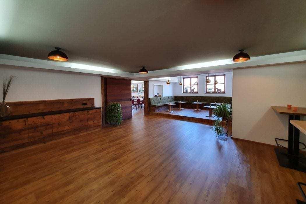 foyer im tagungsraum quelle im landhotel hallnberg sitzecke für kaffeepause
