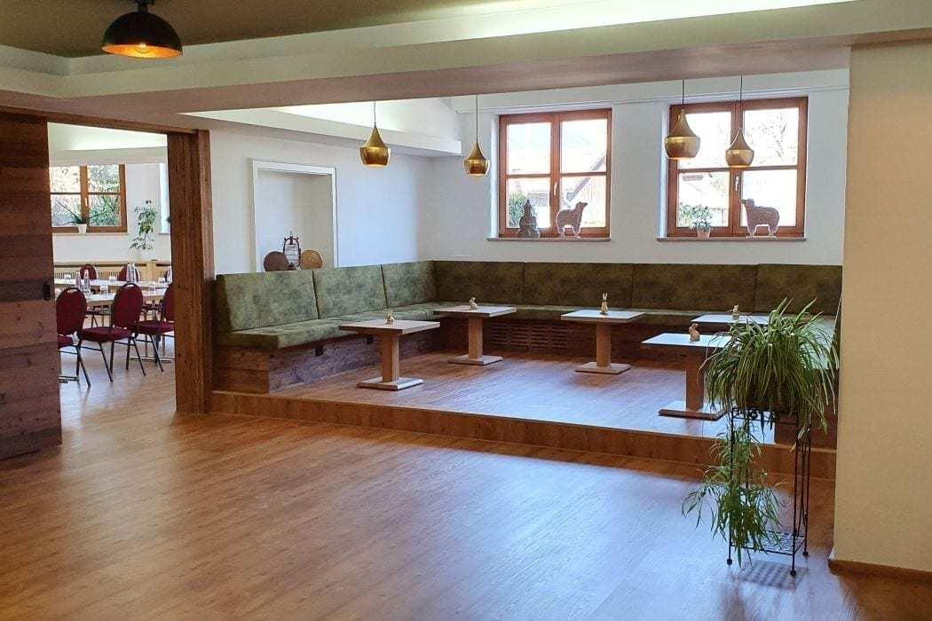 sitzecke im tagunghotel hallnberg für gruppenarbeit