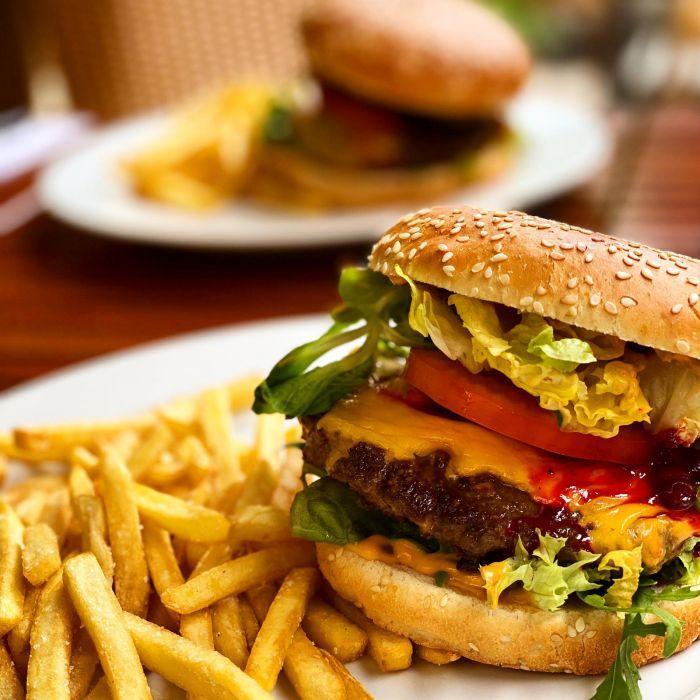 burger rindfleisch beef pommes frites restaurant