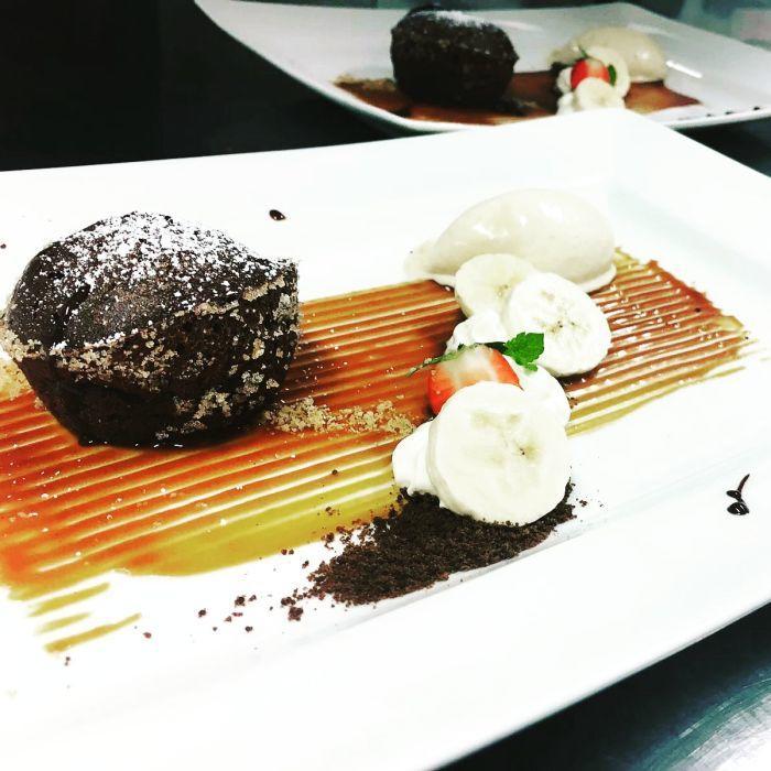 schokoladenkuchen banane dessert restaurant